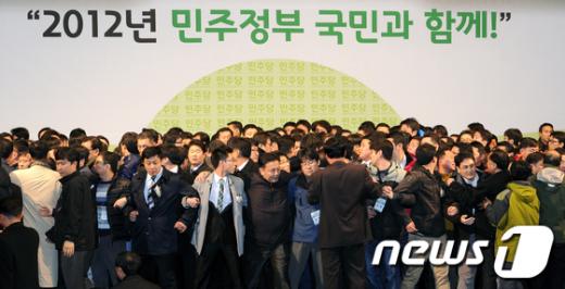 [사진]민주당 전당대회 '단상 난투극'