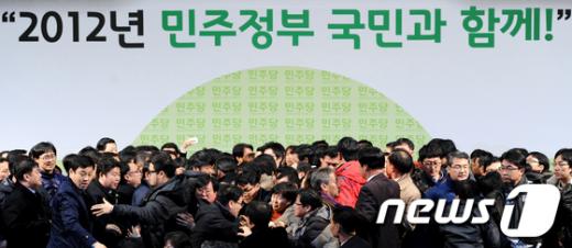 [사진]민주당 전당대회 '최악의 난장판'