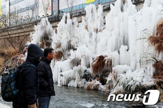 [사진]얼음꽃 핀 청계천