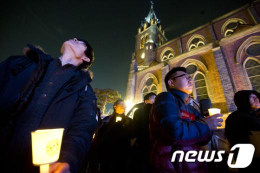 [사진]김근태 고문의 넋 위로하는 시민들