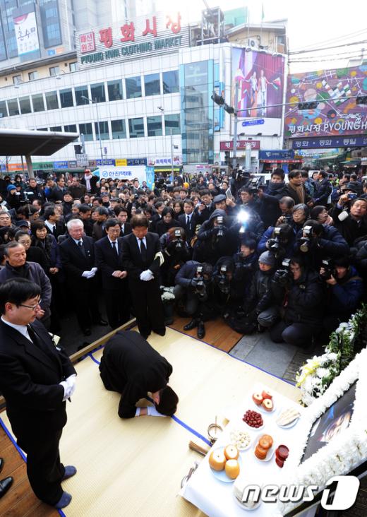 [사진]고 김근태 고문 사회장 노제(路祭)
