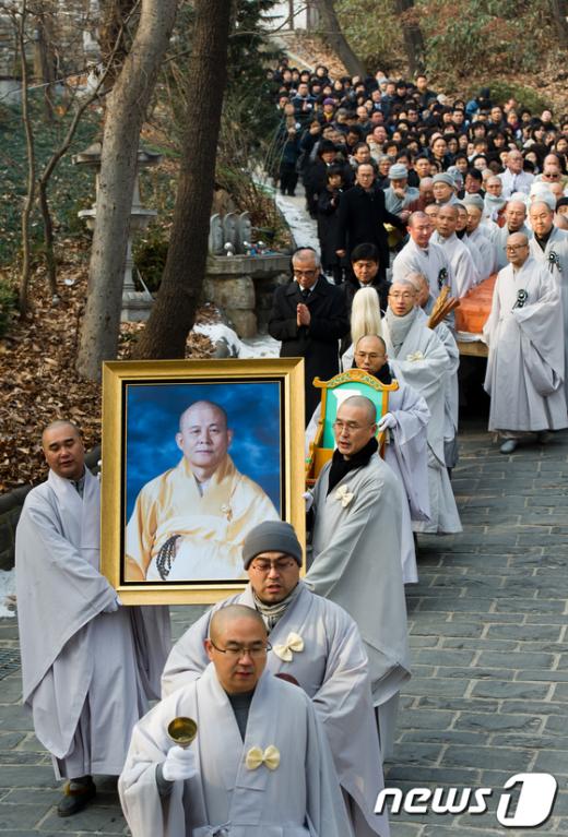[사진]해인사 향하는 지관스님 법구 행렬