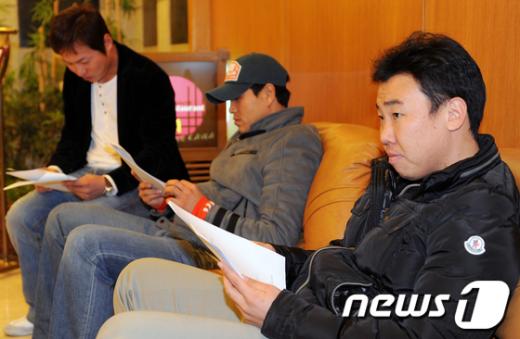 [사진]회의 기다리는 야구 선수들