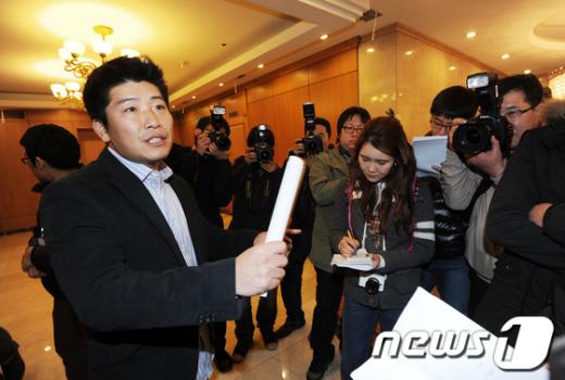 [사진]격앙된 박재홍 회장
