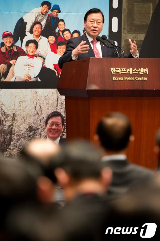 박세일 이사장이 3일 오후프레스센터 국제회의장에서 열린 자신의 저서 출판기념회에서 인사말을 하고 있다.  News1 유승관 기자