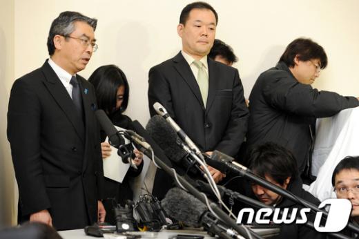 [사진]질문에 답하는 스기야마 신스케 일본 6자회담 대표