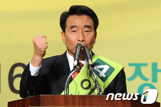 [사진]합동연설회 지지호소하는 이강래 후보