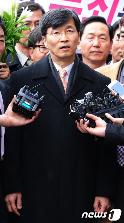 곽노현 서울시교육감이서울중앙지법에서 나오고 있다. News1 송원영 기자