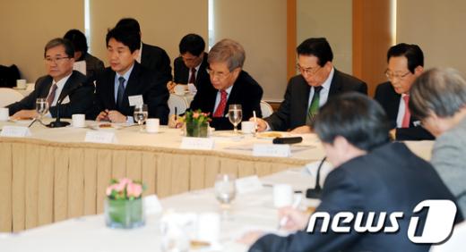 [사진]지방사립대 총장들 만난 이주호 장관