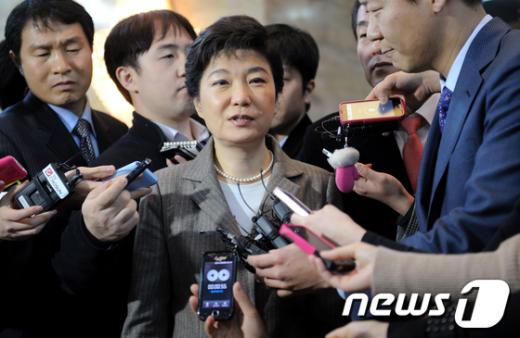 """[사진]박근혜 """"출총제 부활 얘기한 적 없다"""""""