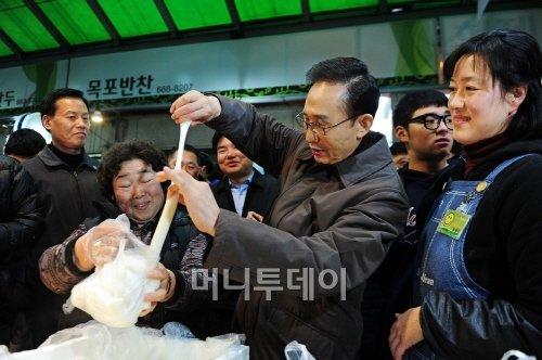 """李대통령 """"한국 국격 높아진것 한국사람만 몰라"""""""