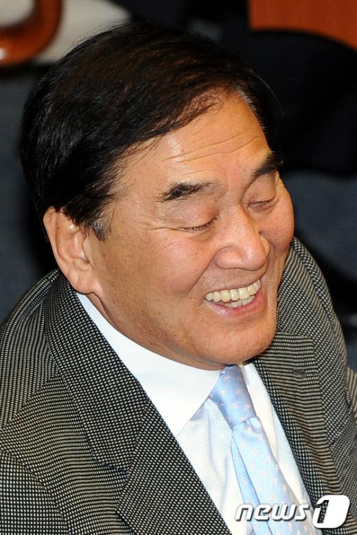 [사진]미소짓는 이재오 의원