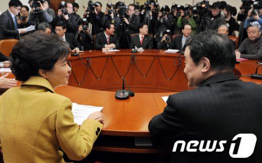 """[사진]박근혜 """"설 명절 민심에 무거운 책임감"""""""
