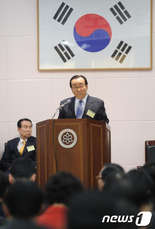 [사진]개회사 하는 한석원 총회 의장