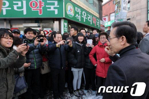 [사진]시민들과 만난 이명박 대통령