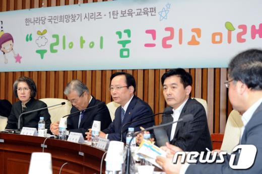 [사진]정책간담회 인사말하는 이주영 정책위의장