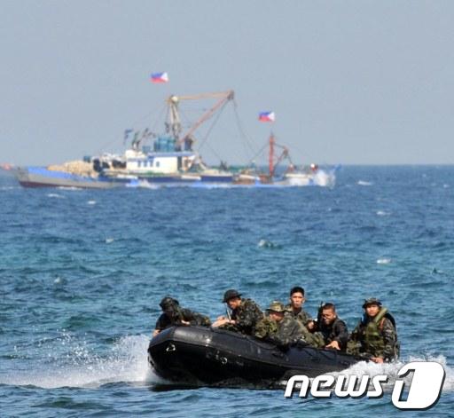 지난 2010년 3월 필리핀 테르나테에서 합동군사훈련을 벌이고 있는 미군과 필리핀군 AFP=News1
