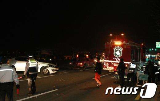 [사진]아수라장이 된 도로