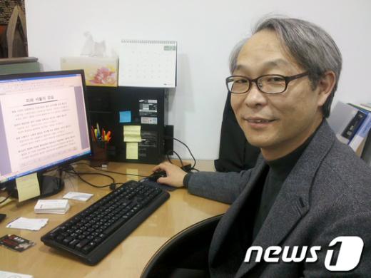 주진우 서울시 노동보좌관이 민영통신사 뉴스1과의 인터뷰 도중 주요정책을 설명하고 있다. News1 이준규 기자