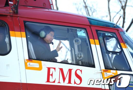 [사진]헬기타고 서울지역 살피는 박원순