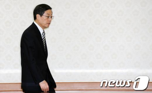 [사진]김황식 총리, '학교폭력' 관계장관회의 참석