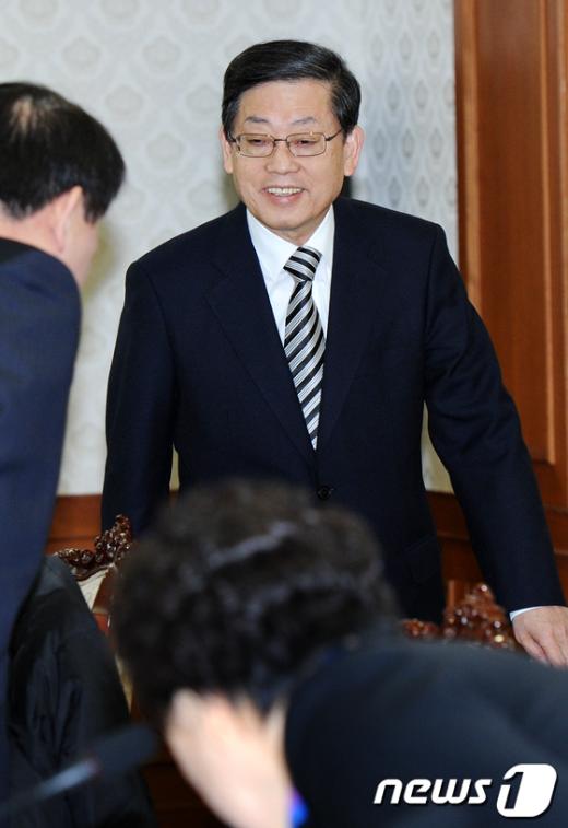 [사진]미소 짓는 김황식 국무총리