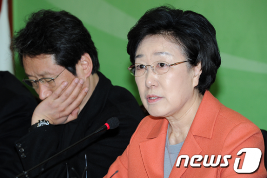 [사진]한명숙,'새누리당 선거법 개정에 조속히 응해야'
