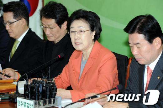 [사진]선거법 개정 촉구하는 한명숙 대표