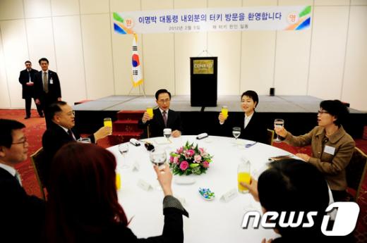 [사진]李 대통령 내·외, 이스탄불 동포간담회 참석