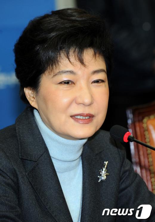 [사진]인사말 하는 박근혜 위원장