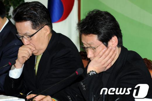 [사진]생각에 잠긴 문성근-박지원 최고위원