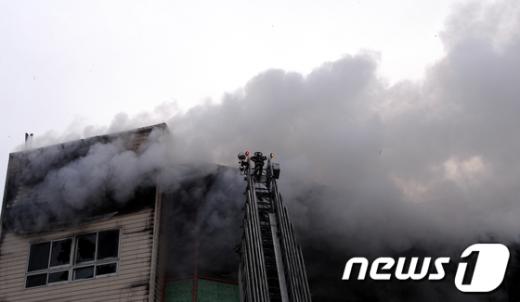 [사진]석촌호수 사거리 인근 화재 발생
