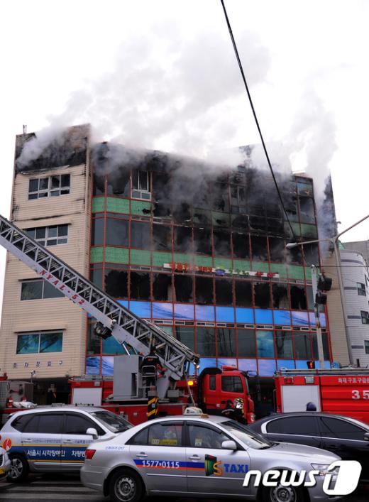 [사진]석촌호수 사거리 상가 화재발생
