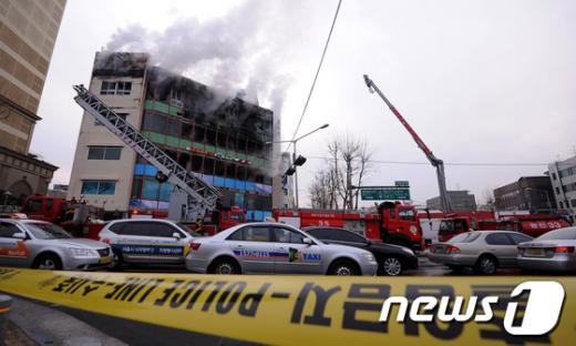 [사진]화재발생한 석촌호수 인근 상가