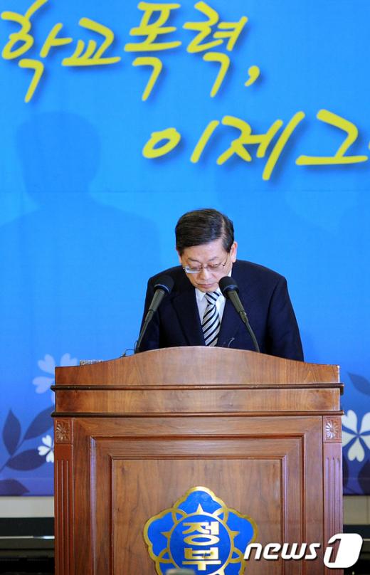 [사진]'학교폭력' 고개 숙인 김황식 총리