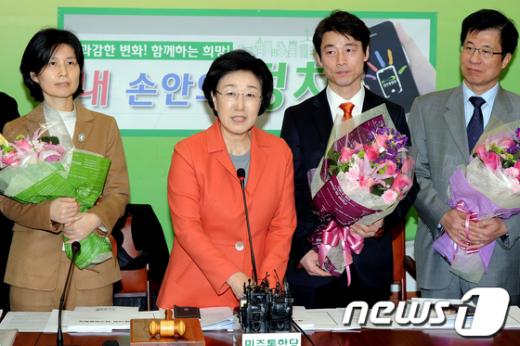 [사진]민주통합당 송호창, 백혜련 변호사 영입