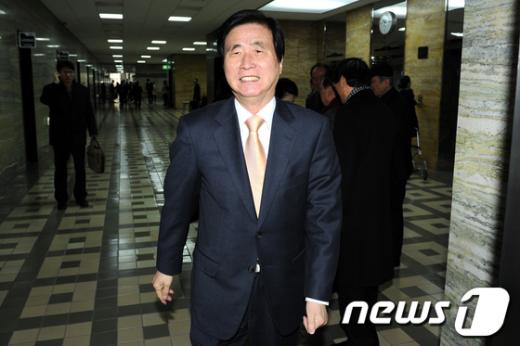 [사진]행안위 전체회의 참석하는 고흥길 특임장관 후보자
