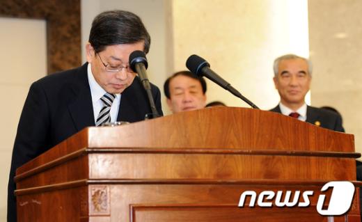 """[사진]김황식 총리, """"학교폭력 반드시 근절"""""""