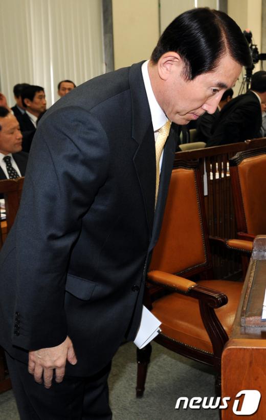 [사진]인사하는 조현오 경찰청장