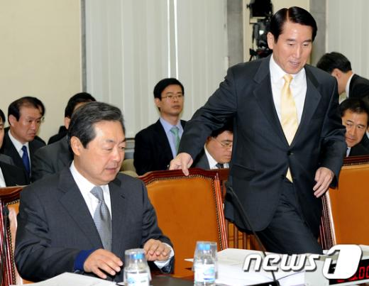 [사진]행안위 전체회의 출석한 맹형규 장관과 조현오 청장
