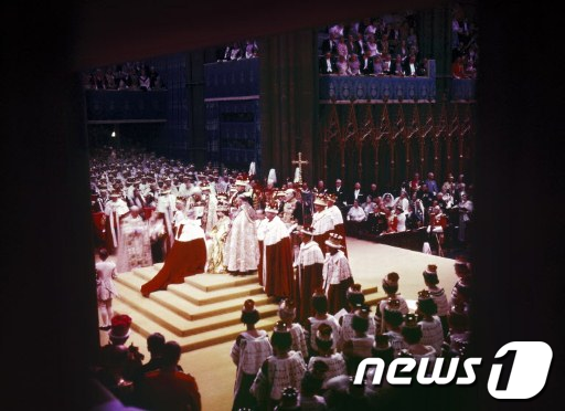 1953년 6월 2일 영국 런던 웨스트민스터 성당에서 열린 엘리자베스 2세 대관식  AFP=News1