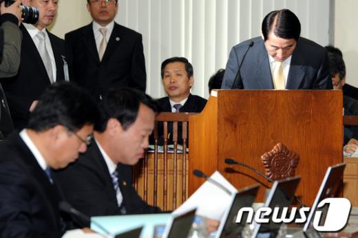 [사진]국회행안위 출석한 조현오 경찰청장