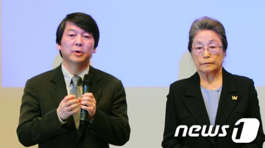 [사진]안철수-박영숙, 재단설립 기자회견