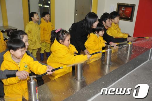 [사진]소방안전체험교실 참가한 아이들