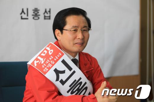 신홍섭 예비후보가 무소속 출마를 선언하고있다  News1사진=서순규기자