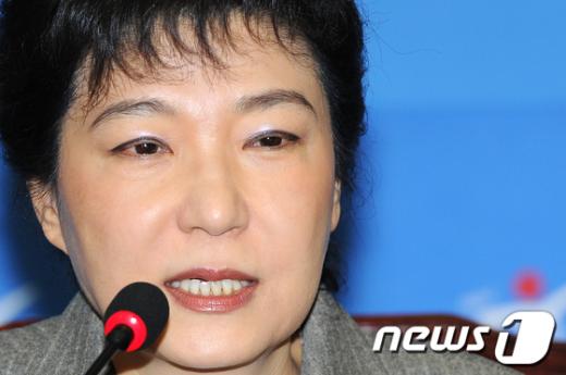 [사진]박근혜, 4월 총선 지역구 불출마