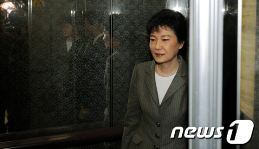 """[사진]박근혜""""지역구 출마하지 않겠다"""""""