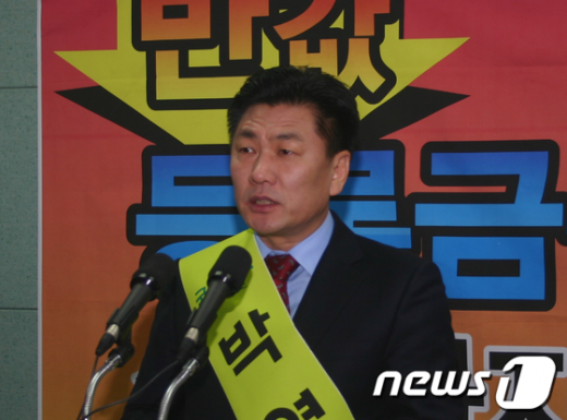 박영석 대주그룹 GS건설 대표가 지난해 12월 29일 전북도의회에서 기자회견을 갖고 전주완산을 출마를 선언했다.  News1 김춘상 기자