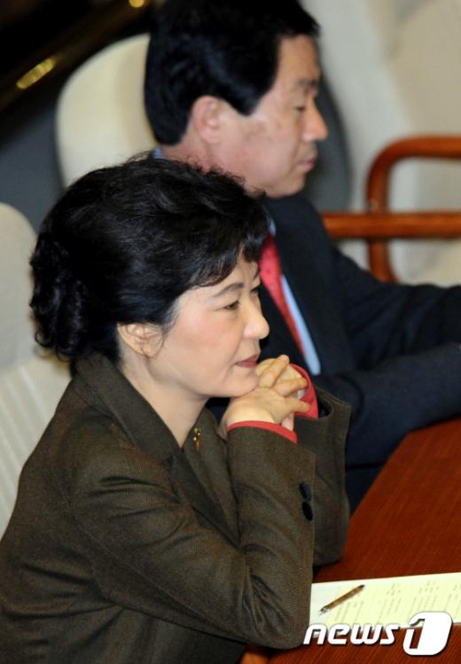 [사진]생각에 잠긴 박근혜 비대위원장