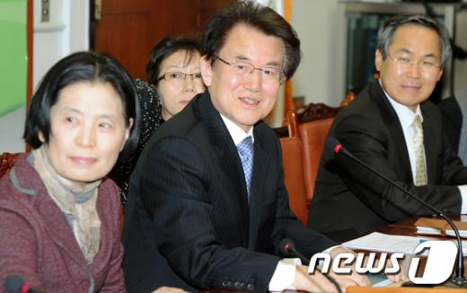"""[사진]강철규""""여성공천15%"""""""